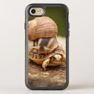Tortuga del bebé del montar a caballo del caracol funda OtterBox symmetry para iPhone 8/7