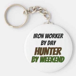 Trabajador del hierro del cazador del día por fin llavero