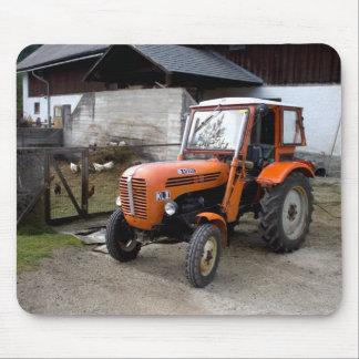 Tractor anaranjado kilolitro II de Steyr Alfombrilla De Ratón