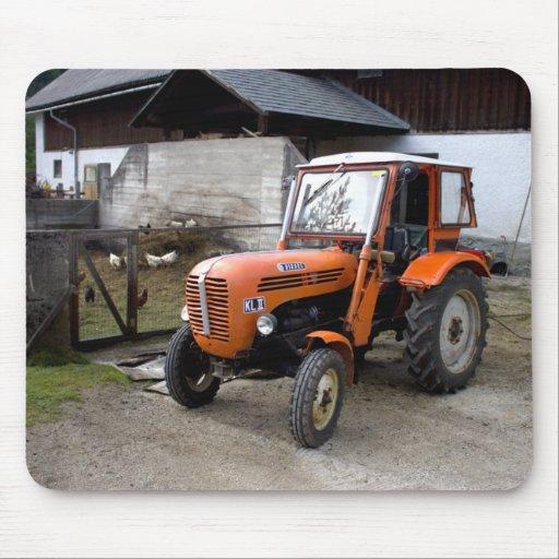 Tractor anaranjado kilolitro II de Steyr Tapetes De Ratones
