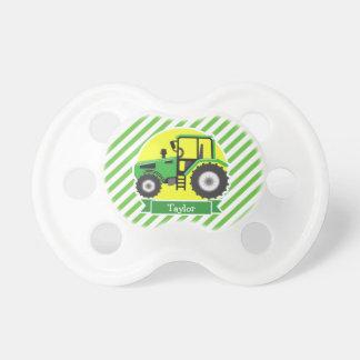 Tractor de granja verde con amarillo;  Verde y Chupetes De Bebé