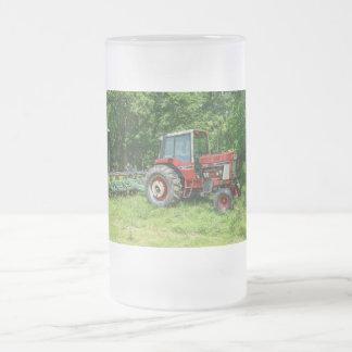 Tractor internacional viejo jarra de cerveza esmerilada