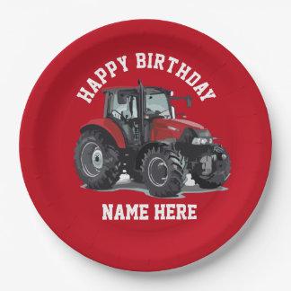 Tractor rojo que cultiva las placas del cumpleaños plato de papel