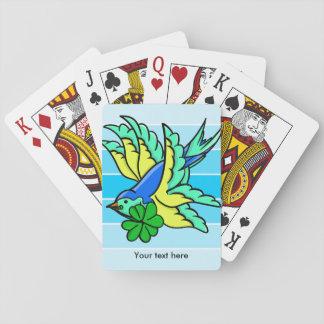 Trago con afortunado para el trébol del trébol de baraja de póquer