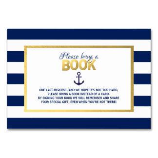 Traiga a azul marino del libro las tarjetas