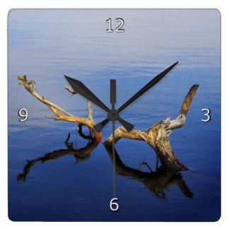 Tranquilidad del borde de los lagos reloj cuadrado