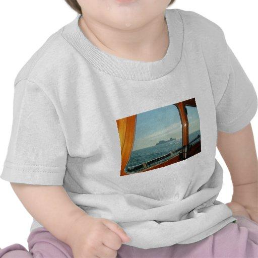 Transbordador a través de la mancha de la timonera camisetas
