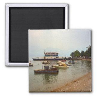 Transbordador a través del lago Como Imán Cuadrado