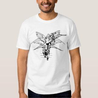 Transformación blanco y negro del ángel camisas