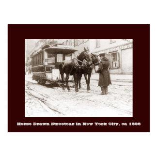 Tranvía traído por caballo en la postal de New Yor