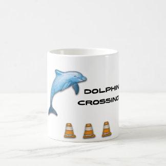 Travesía del delfín taza de café