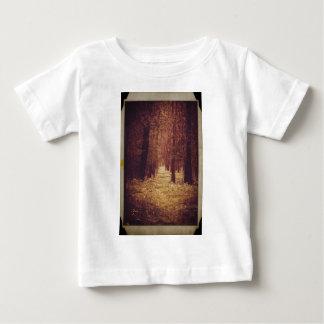 Trayectoria de bosque… camiseta de bebé