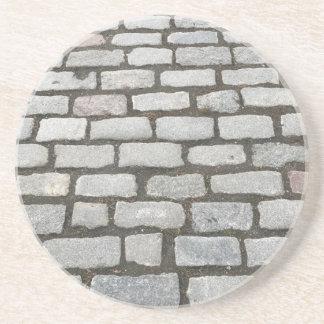 Trayectoria de piedra de la acera del camino del posavasos