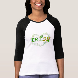Trébol afortunado del corazón irlandés camiseta