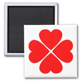 Trébol de la suerte del amor con corazones rojos iman