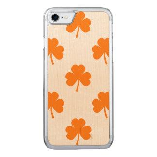Trébol en forma de corazón anaranjado en St Funda Para iPhone 7 De Carved