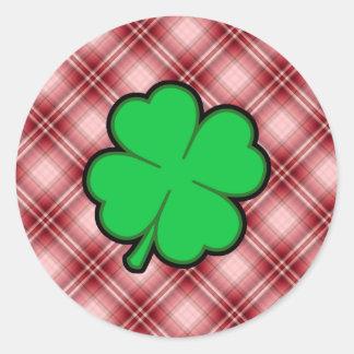 Trébol rojo de la hoja de la tela escocesa 4 pegatinas
