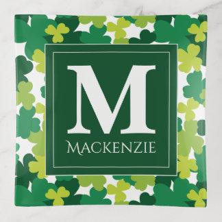 Tréboles del día de St Patrick con monograma