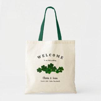 Tréboles irlandeses del verde del bolso de la