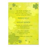Tréboles irlandeses verdes elegantes que casan invitaciones personales