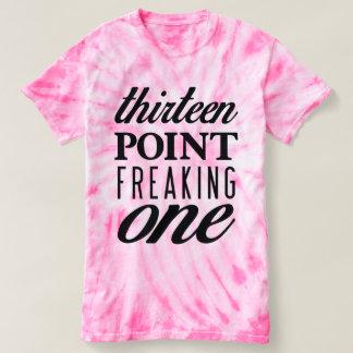 Trece puntos Freaking una camiseta rosada del