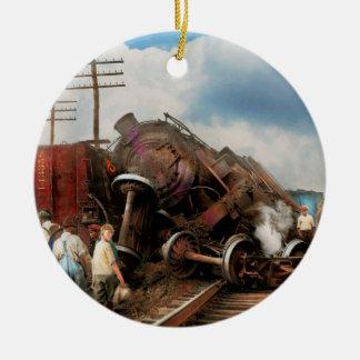 Tren - accidente - cabezas que empalman 1922 adorno navideño redondo de cerámica