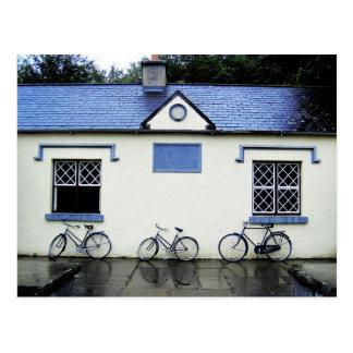 Tres bicicletas en el condado Clare, Irlanda Postal