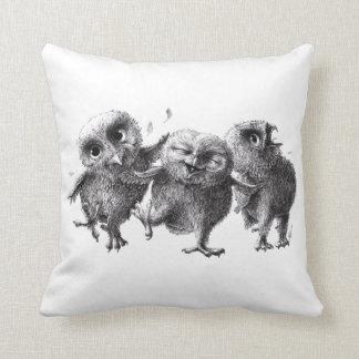 Tres búhos locos divertidos cojín decorativo