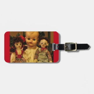 Tres muñecas viejas etiqueta para maleta