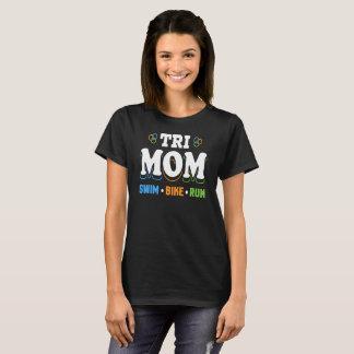 Tri bici de la nadada de la mamá funcionada con - camiseta