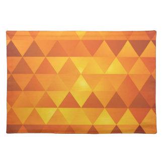 Triángulos amarillos abstractos salvamanteles