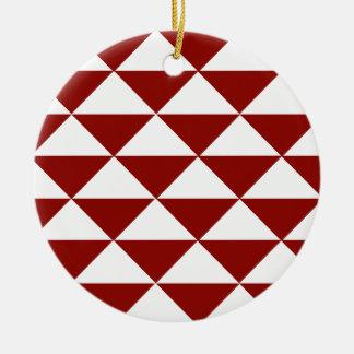Triángulos carmesís y blancos adorno navideño redondo de cerámica