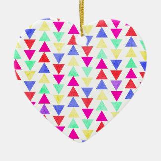 triángulos coloreados adorno de cerámica en forma de corazón