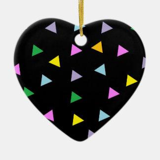 Triángulos coloridos adorno de cerámica en forma de corazón