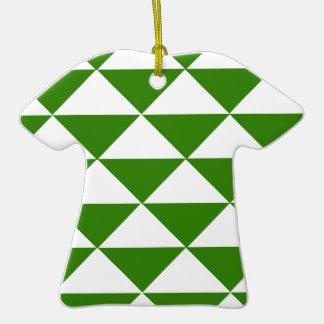 Triángulos del verde y del blanco de hierba adorno de cerámica en forma de camiseta