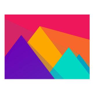 Triángulos y pirámides geométricos brillantemente postal