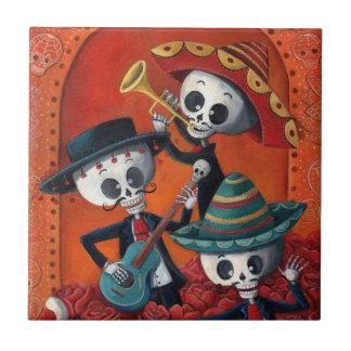 Trío del Mariachi de Dia de Los Muertos Skeleton Azulejo Cuadrado Pequeño