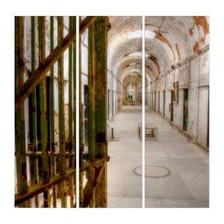 Tríptico Interior de la prisión abandonada