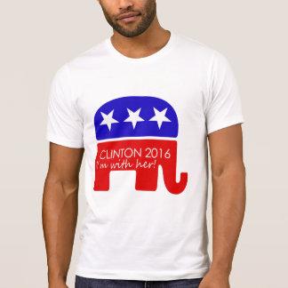 Triunfo de la parada: Republicanos para Hillary Camiseta