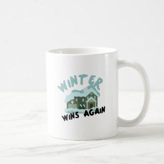 Triunfos del invierno de la casa taza básica blanca
