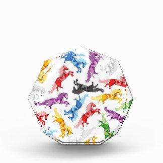 Trofeo Acrílico Caballos de salto coloreados del modelo