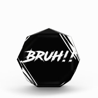 """Trofeo Acrílico Diseño de la palabra de """"Bruh"""""""