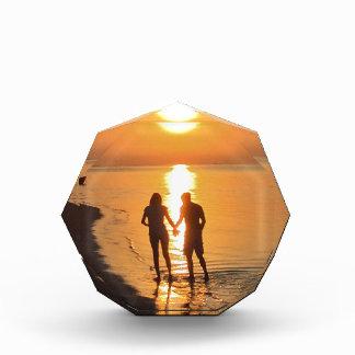 Trofeo Acrílico Dos amantes en la salida del sol