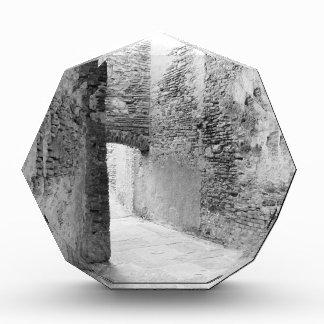 Trofeo Acrílico Pasillos oscuros de una vieja estructura del