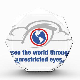 Trofeo Acrílico Veo el mundo a través de ojos sin restricción