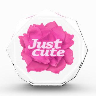 Trofeo Apenas texto lindo sobre color de rosa rosado