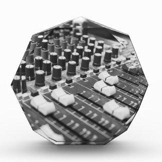 Trofeo Consola blanca negra blanco y negro audio del