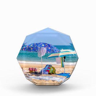 Trofeo Dos sombrillas y fuentes de la playa en sea.JPG