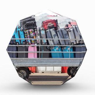 Trofeo Remolque en el aeropuerto llenado de suitcases.JPG
