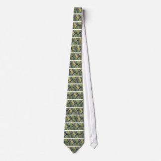 Troncos de árbol de la caída con la reflexión en corbatas personalizadas